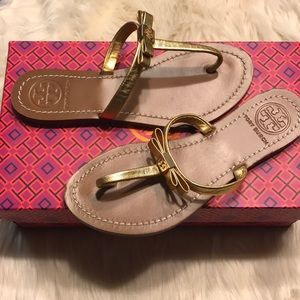 Tory Burch LeighAnne flat thong bow sandals 6 gold